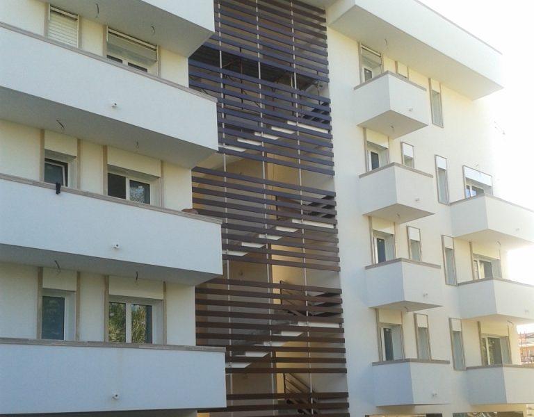 Comune di gaeta:<br>palazzina privata<br>infissi, scala, porte<br>interne e frangisole