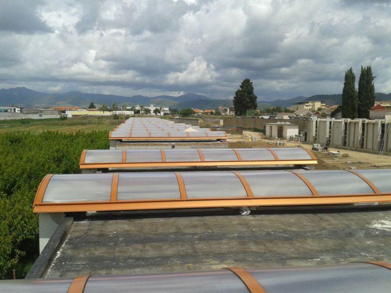Comune di Capua: il cimitero - coperture centinate in alluminio e lexan opale