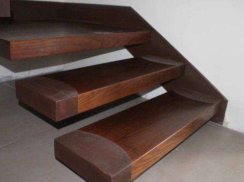 Scala in ferro corten e legno